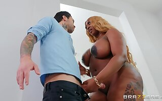 BBW ebony grabs the white give someone a once-over be worthwhile for unlimited hard sex