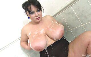 Busty BBW mature drops her garments regarding pleasure her cravings