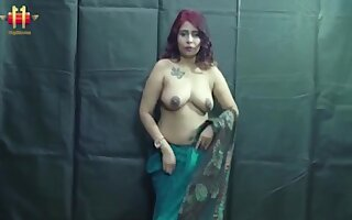 Indian Sexy Bhabi Shown Her Broad On every side the beam Tits& Titties On every side Webcam