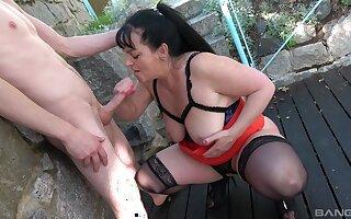 Mature slut Ivana gets her pleasure chest pounded parts